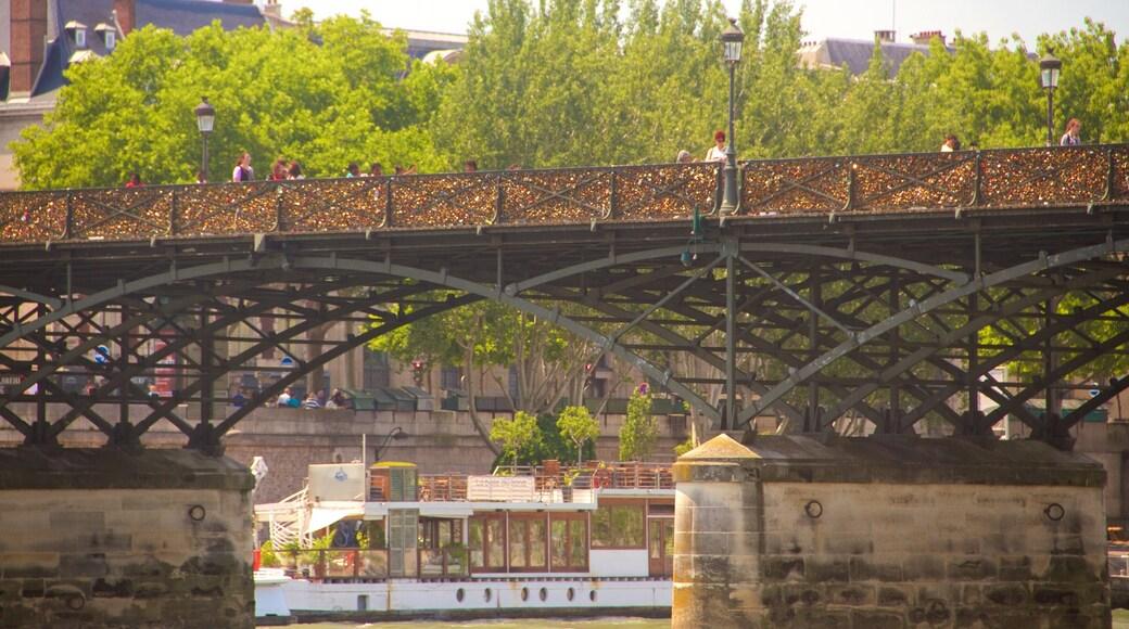 Pont des Arts 其中包括 橋樑 和 河流或小溪