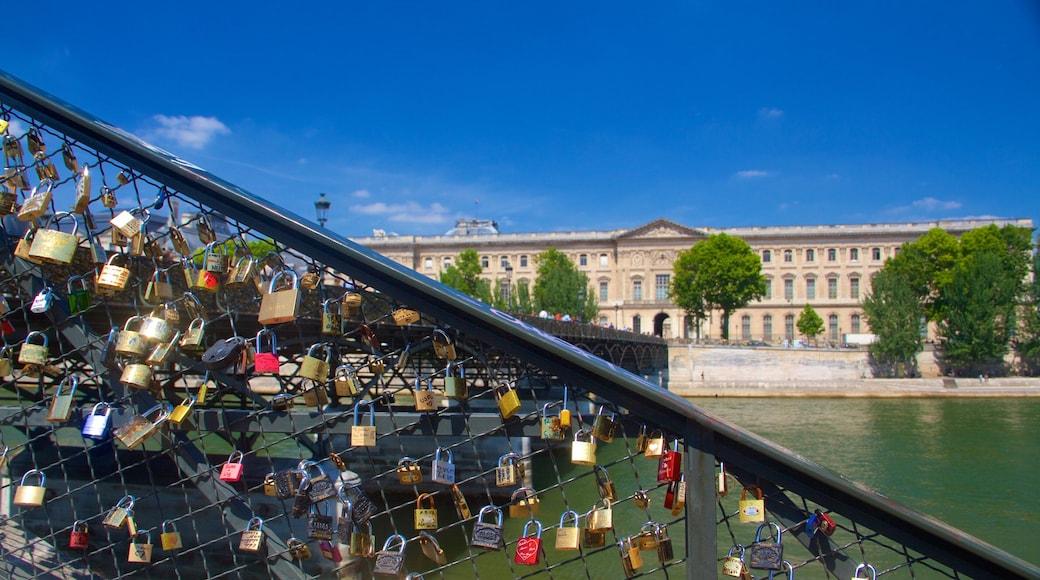 Pont des Arts 设有 城市, 橋樑 和 河流或小溪