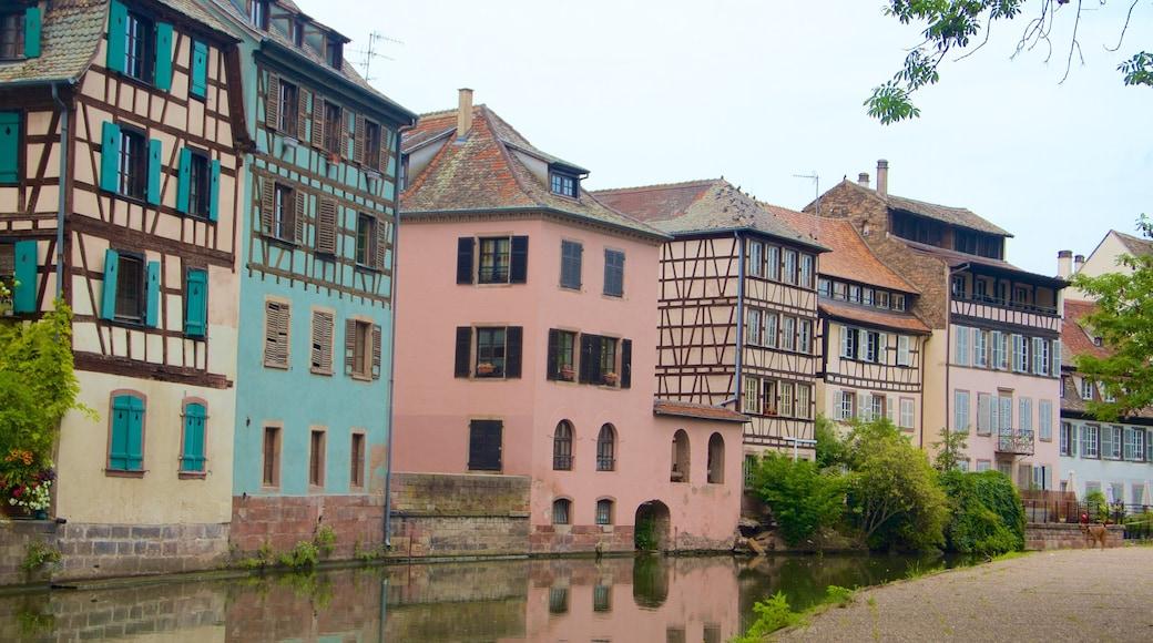 小法蘭西 设有 河流或小溪 和 城市