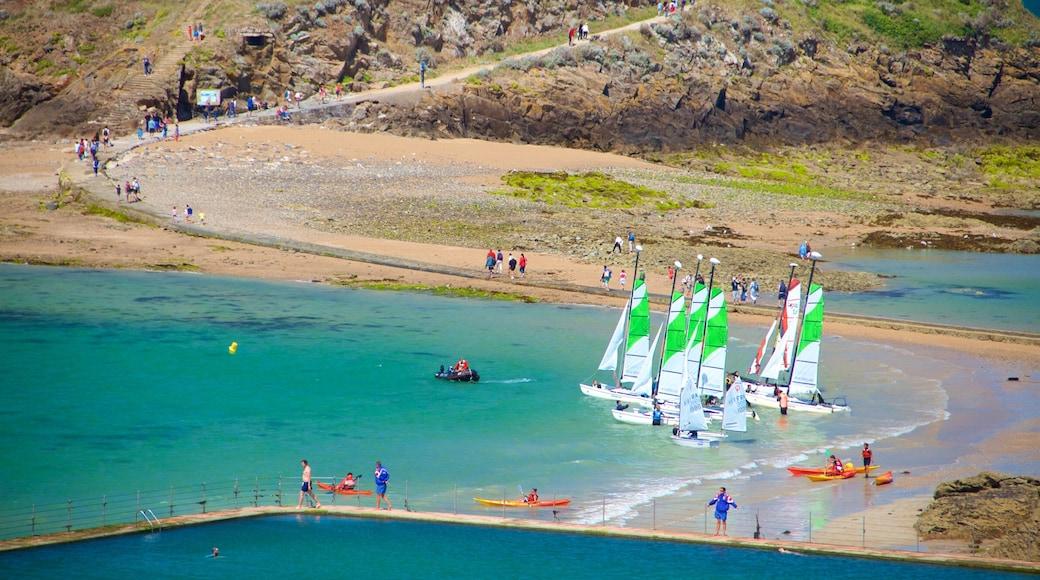 Grand Be welches beinhaltet Bucht oder Hafen, allgemeine Küstenansicht und Segeln