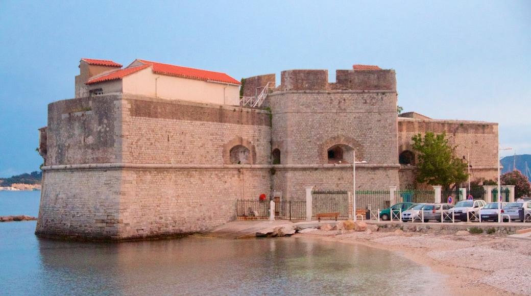 Toulon qui includes patrimoine historique et plage de galets