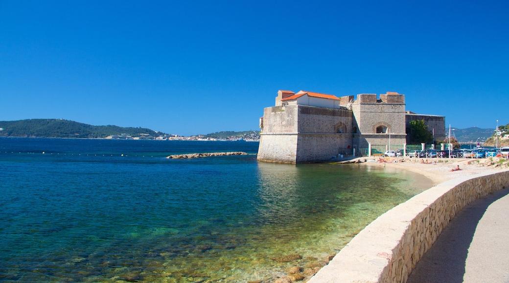 Marseille montrant patrimoine historique et vues littorales