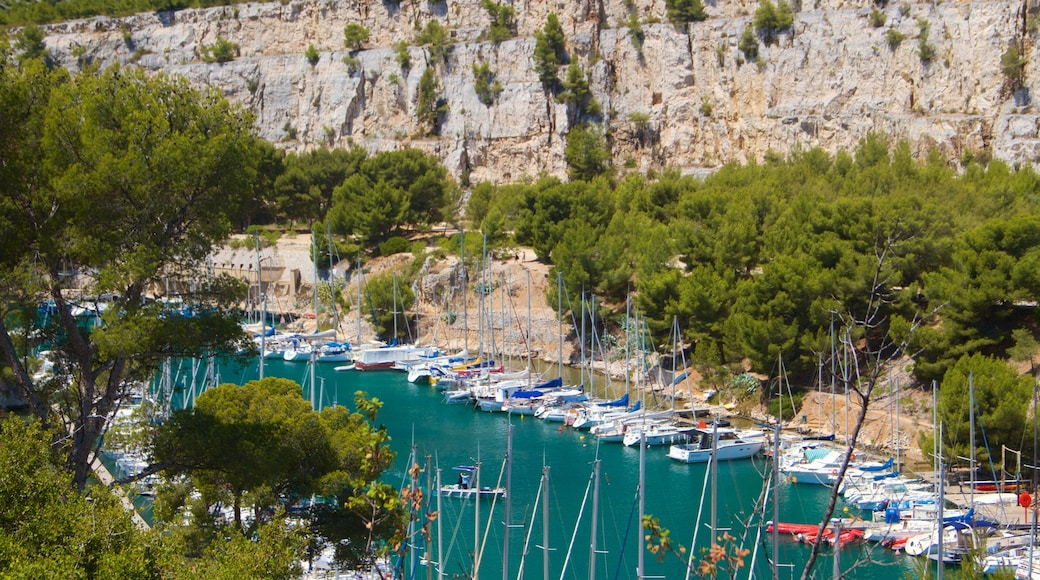 Calanques showing a river or creek and a bay or harbour