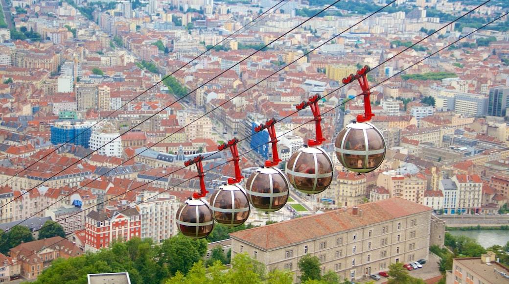 格勒諾布爾巴士底纜車 呈现出 城市 和 纜車