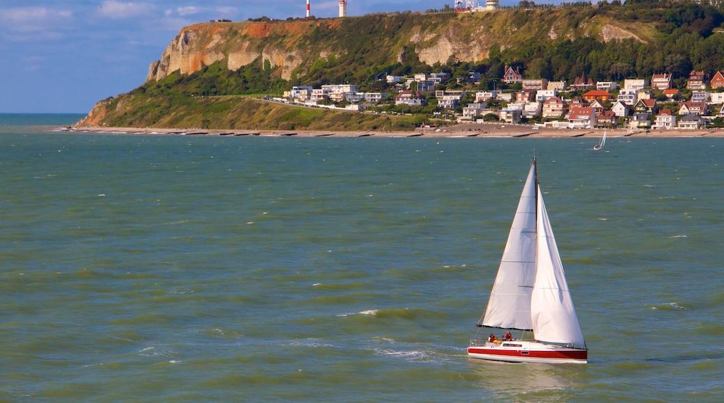 Le Havre mettant en vedette ville, voile et vues littorales
