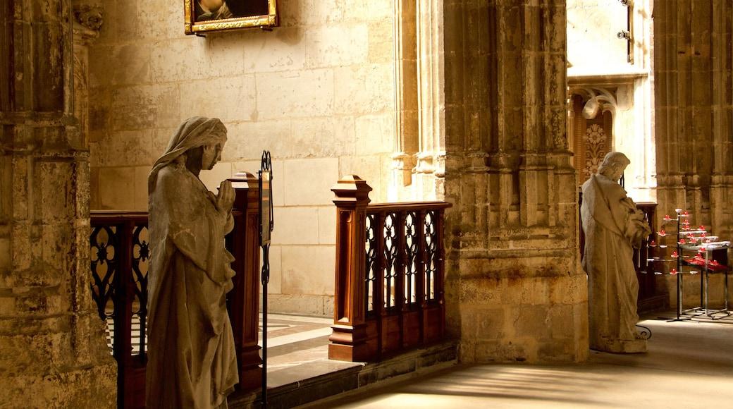 Kathedrale Saint-Vulfran das einen Kirche oder Kathedrale, historische Architektur und Innenansichten