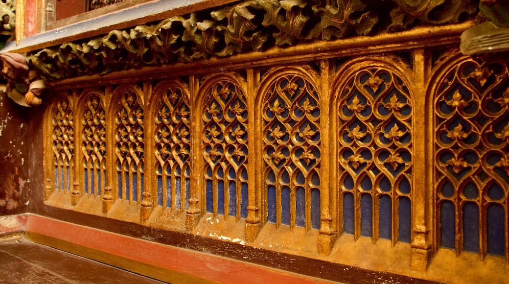 Kathedrale Saint-Vulfran welches beinhaltet Geschichtliches und Kirche oder Kathedrale