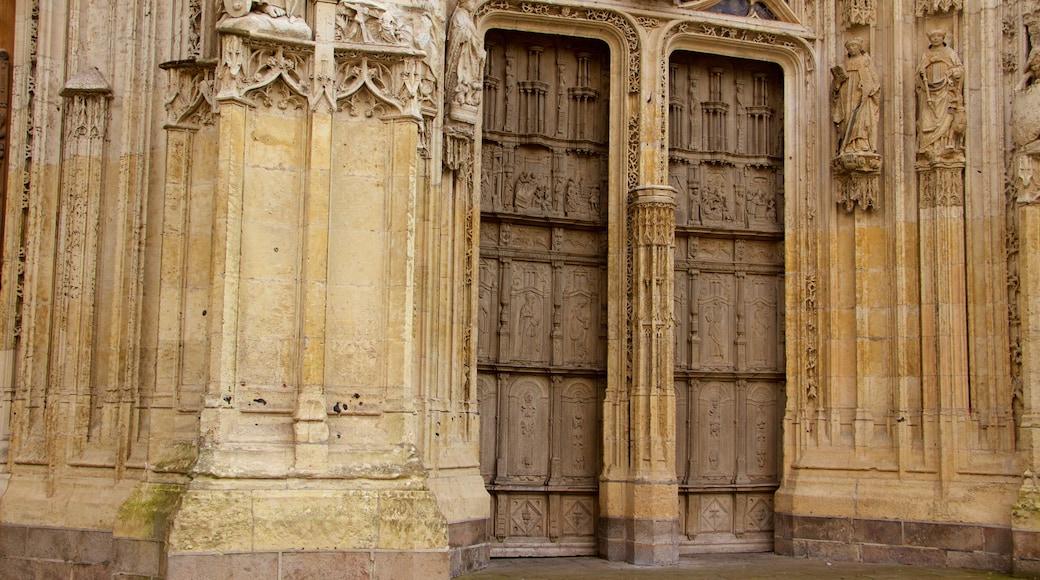 Cathédrale de Saint-Vulfran qui includes église ou cathédrale, patrimoine historique et patrimoine architectural