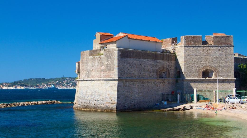 Toulon mettant en vedette vues littorales et patrimoine historique