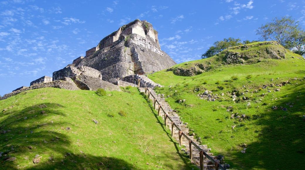 Yacimiento arqueológico Xunantunich mostrando elementos del patrimonio y cultura indígena