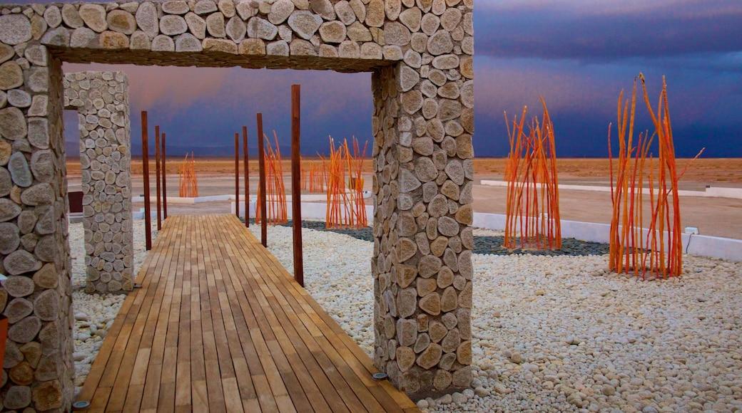 Uyuni featuring modern architecture