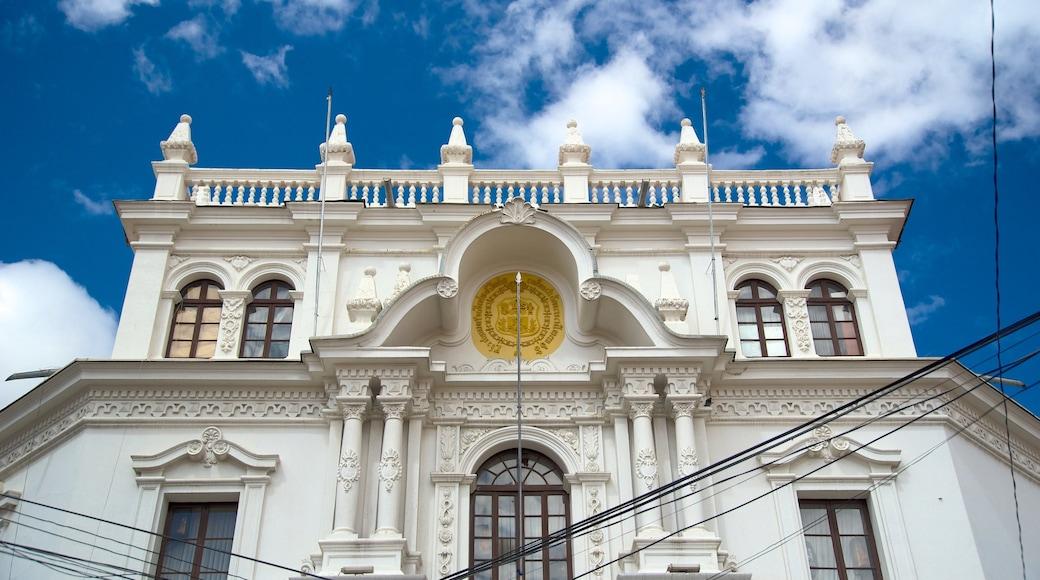 Universidad de San Francisco Xavier de Chuquisaca welches beinhaltet Geschichtliches und historische Architektur