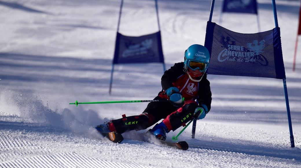 Aix-en-Provence montrant neige et ski