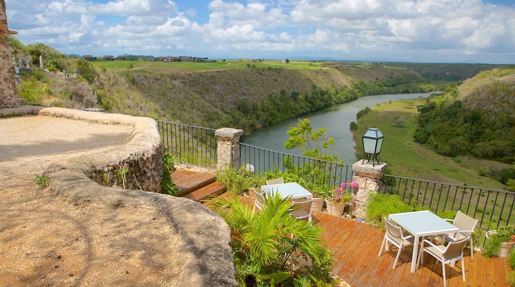Altos de Chavon Village caratteristiche di vista del paesaggio e fiume o ruscello