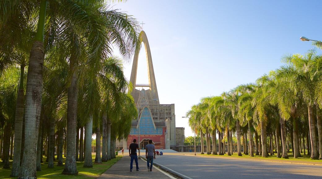 Basílica de Nuestra Señora mostrando arquitetura moderna e uma igreja ou catedral