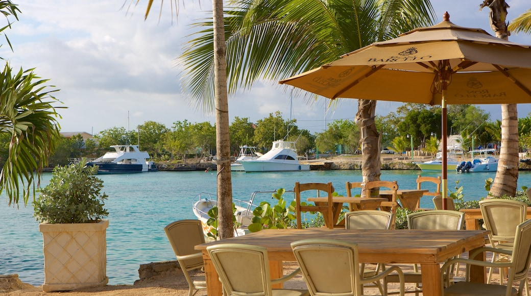 Bayahibe Beach which includes a marina and outdoor eating