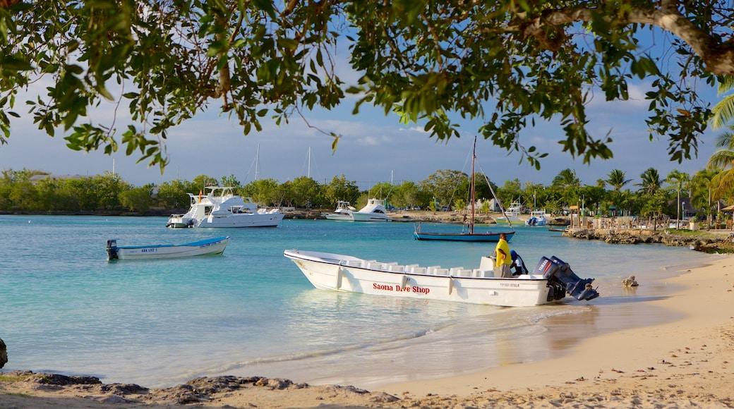 Playa Bayahibe das einen Bucht oder Hafen und Sandstrand