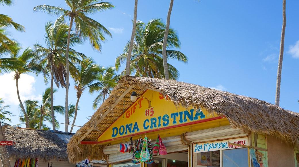 Praia de Cortecito mostrando sinalização