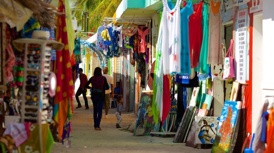 Praia de Cortecito que inclui mercados