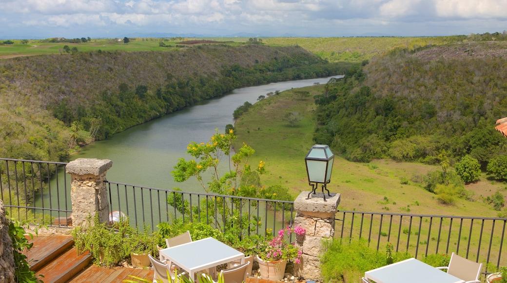 Altos de Chavon das einen Landschaften und Fluss oder Bach