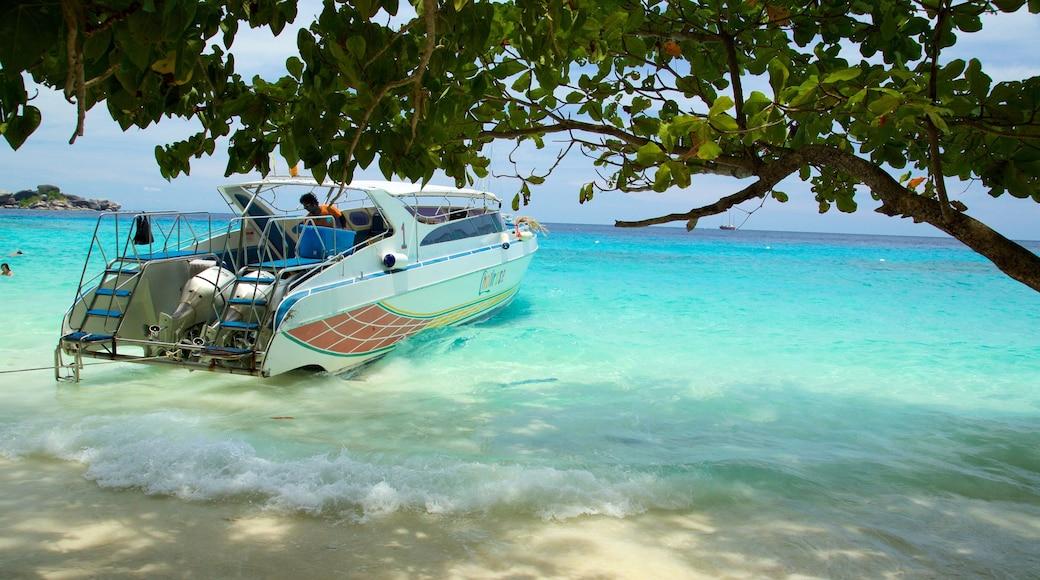 อุทยานแห่งชาติเกาะสิมิลัน เนื้อเรื่องที่ ชายหาด, ทิวทัศน์เขตร้อน และ การพายเรือ
