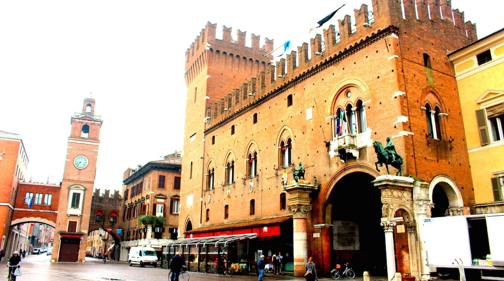 Ferrara showing heritage elements and street scenes