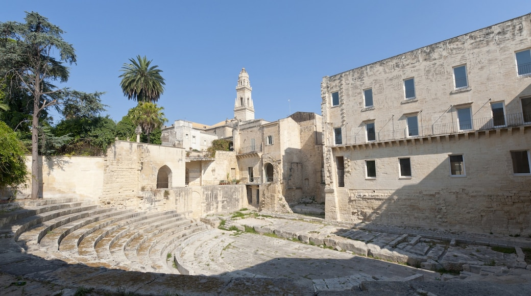 Lecce showing heritage elements and theatre scenes