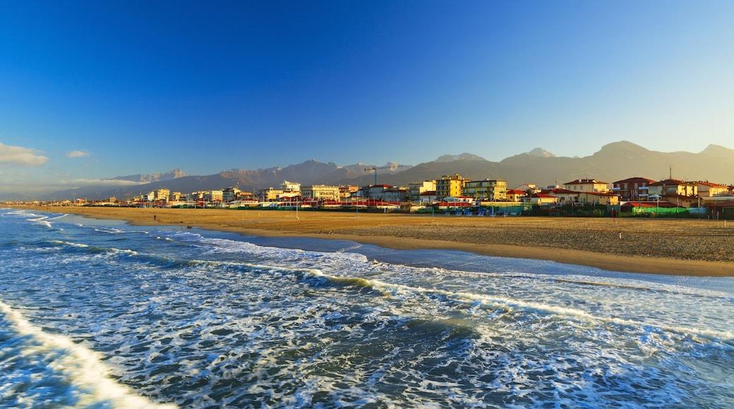 Lido di Camaiore featuring a sandy beach