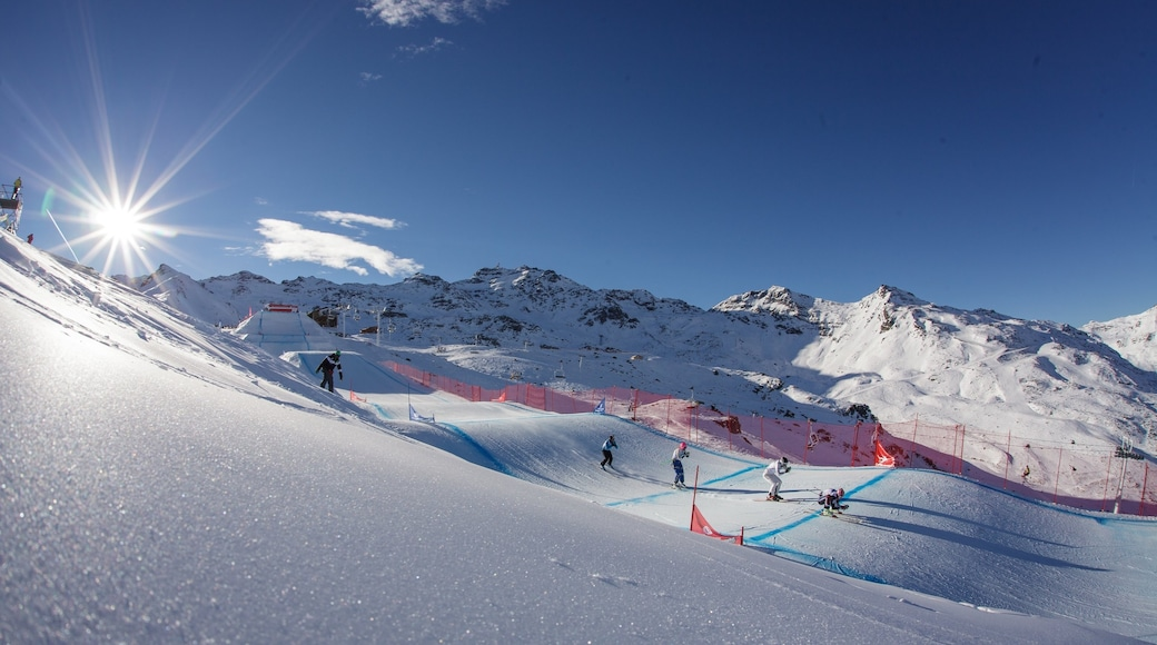 Station de ski de Val Thorens mettant en vedette ski, neige et panoramas