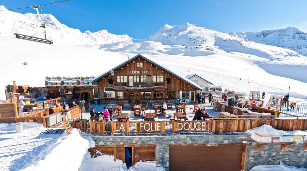 Station de ski de Val Thorens qui includes sortie au restaurant, panoramas et neige