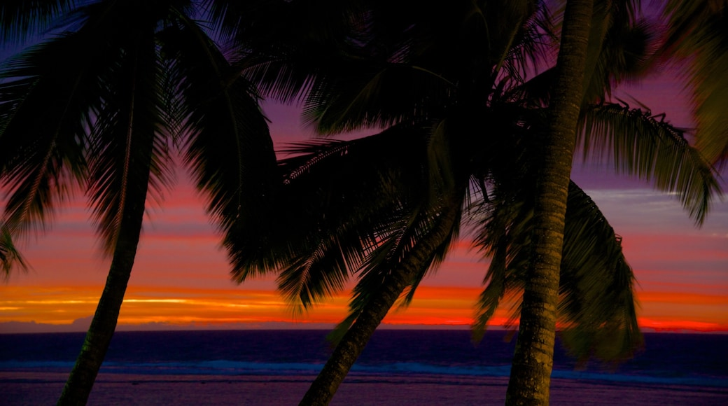 Rarotonga showing a sunset, general coastal views and tropical scenes