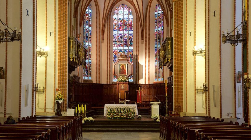 St. John\'s Cathedral joka esittää kirkko tai katedraali ja sisäkuvat