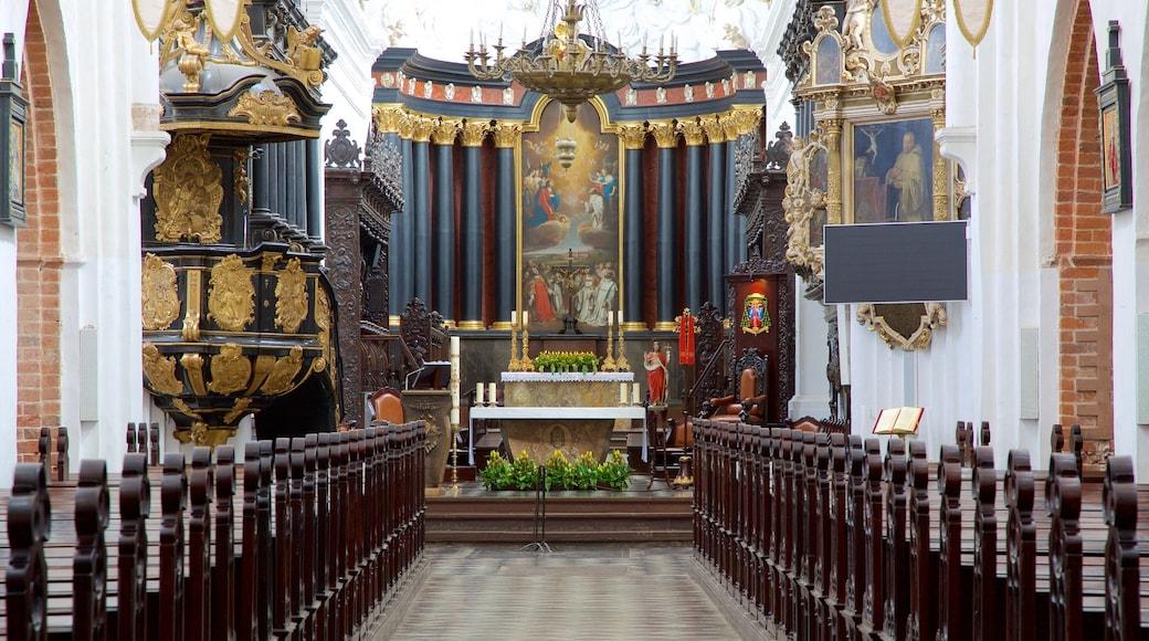 올리바 성당 을 보여주는 교회 또는 성당, 문화유산 요소 과 실내 전경