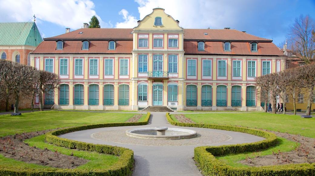 Park Oliwski welches beinhaltet Park und Palast oder Schloss