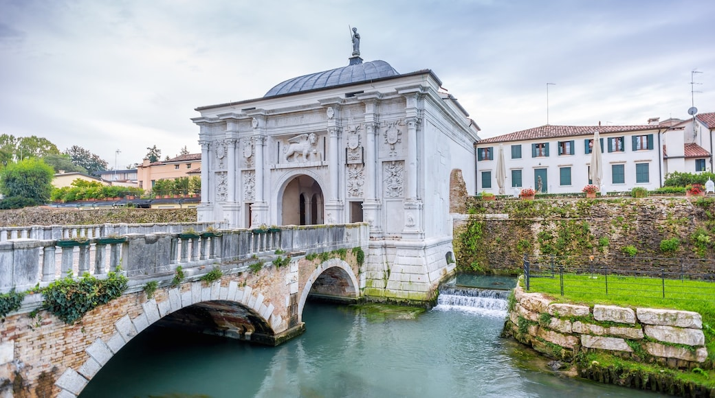 Treviso showing a river or creek, a bridge and heritage elements
