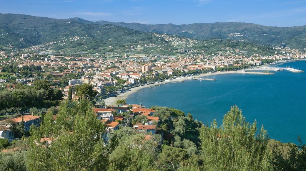 Diano Marina mit einem Stadt, Landschaften und allgemeine Küstenansicht