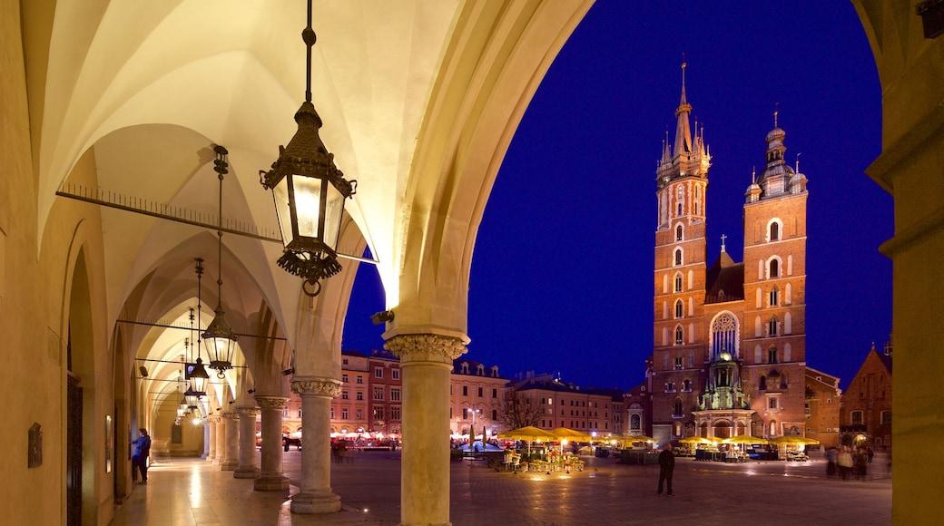 St. Mary\'s Basilica joka esittää vanha arkkitehtuuri, perintökohteet ja yökuvat