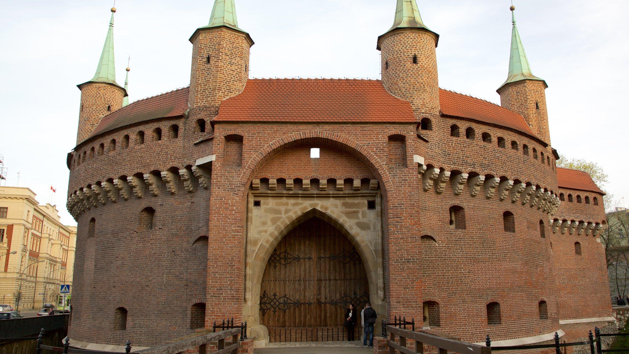 Neem een rondleiding van het gebouw dat ooit de veiligheid garandeerde van Krakau. Tegenwoordig is het de best bewaard gebleven versterkte buitenpost van Europa.