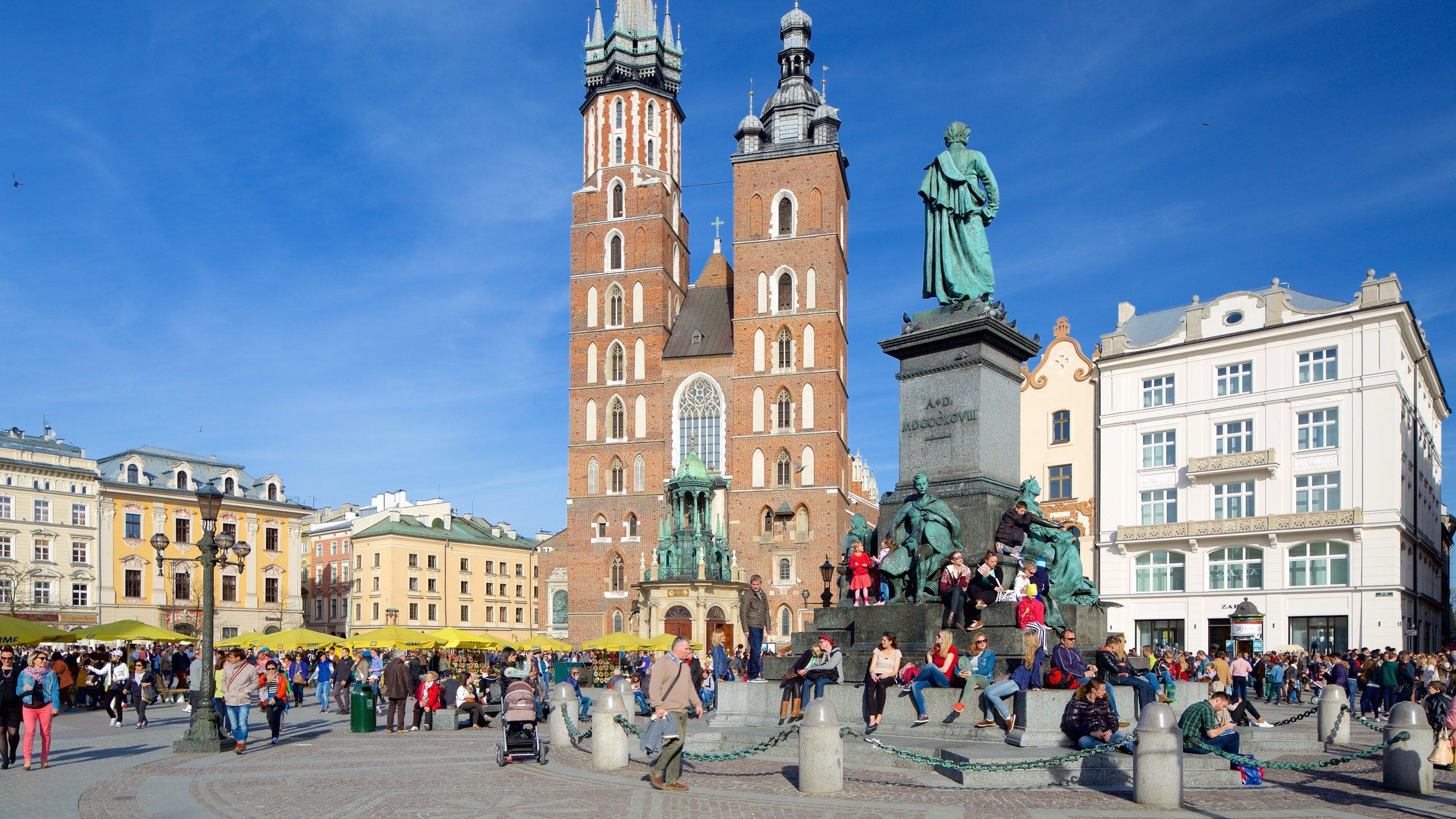 Ontdek de vele legendes over deze gotische kerk en bekijk het prachtige 15e-eeuwse altaar in deze kleurrijke kerk.
