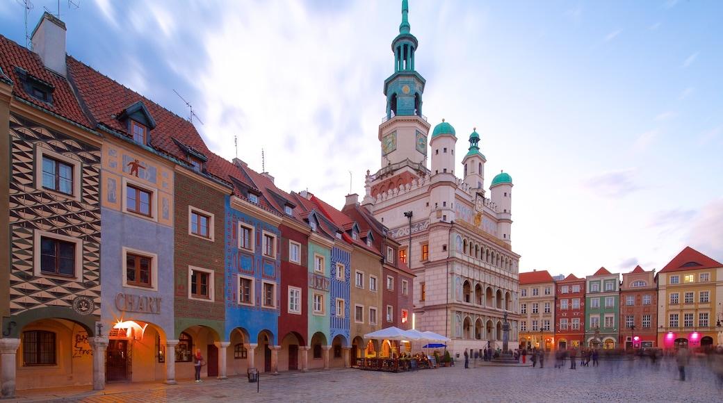 Poznańin kaupungintalo featuring perintökohteet ja tori