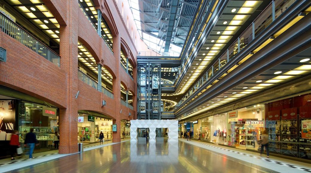 Stary Browar Shopping and Art Centre mit einem Innenansichten und Einkaufen