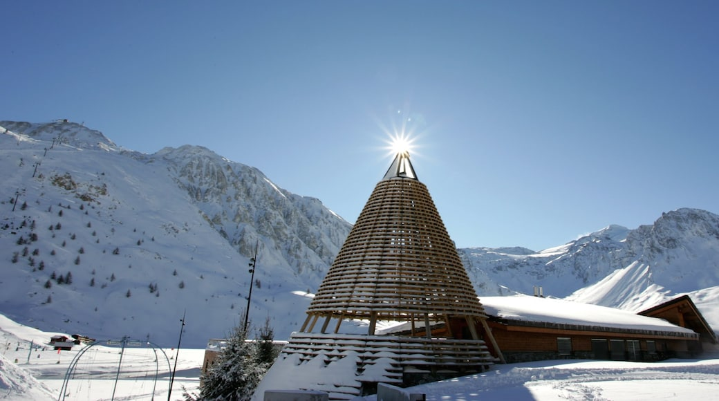 Alpes du Nord which includes landscape views, snow and a luxury hotel or resort