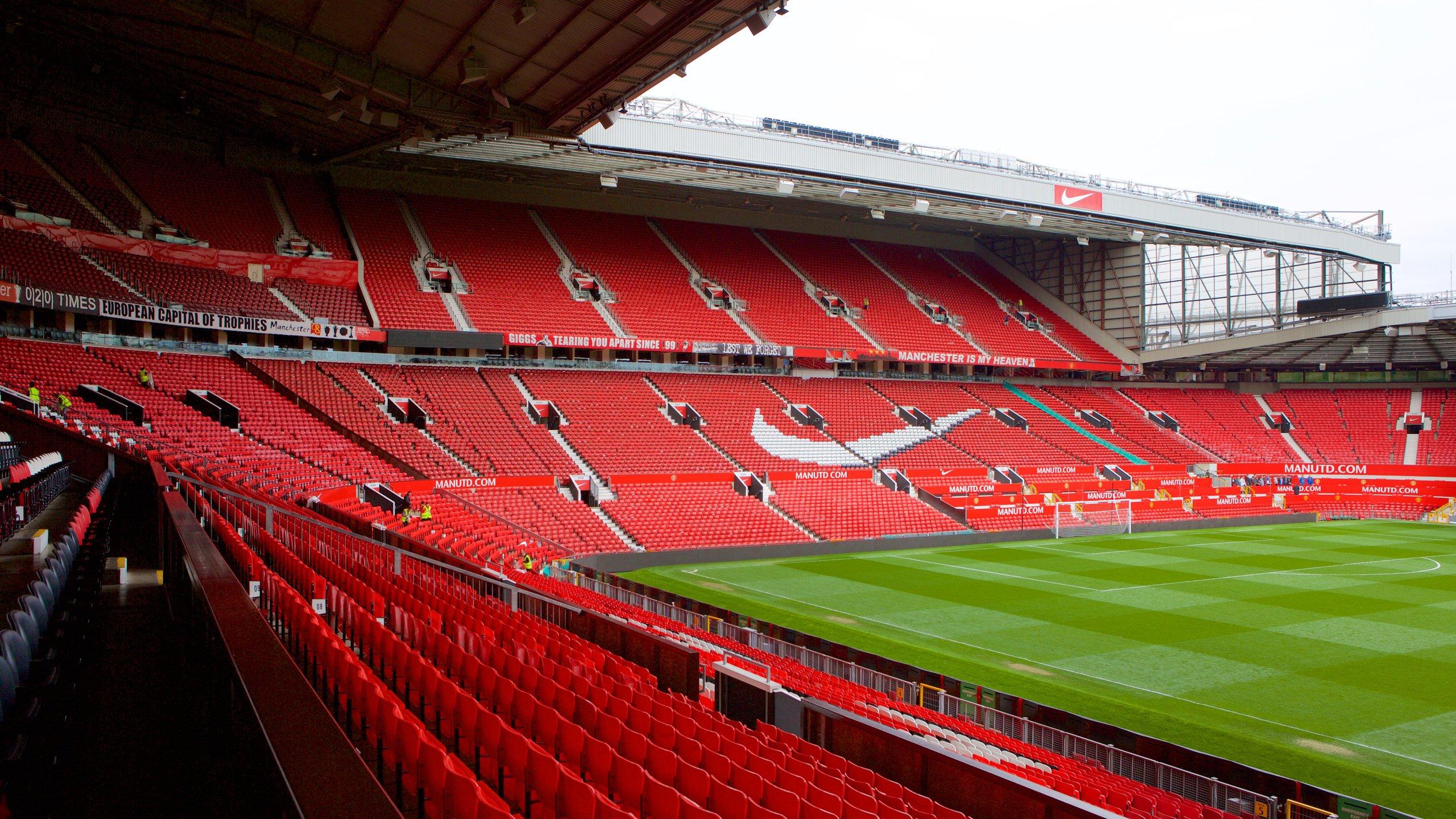 Hei på fotballspillerne i en nervepirrende kamp og gå på omvisning i dette stadionet som har plass til 75000 tilskuere og er hjemmet til et av Storbritannias mest suksessrike fotballag.