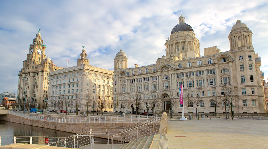 Liverpool showing heritage architecture