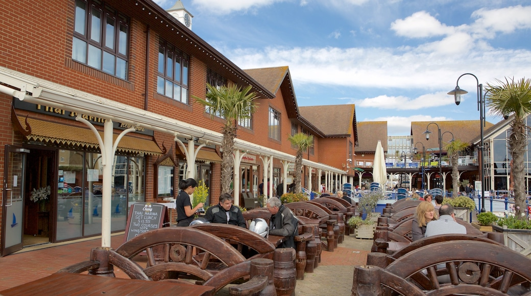 Sovereign Harbour showing outdoor eating as well as a small group of people