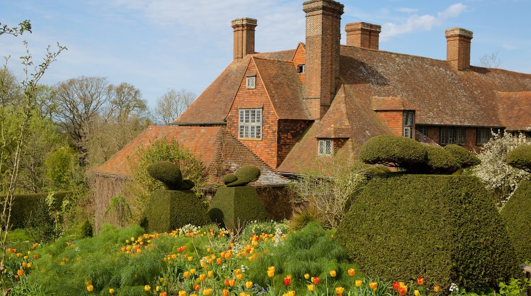 Great Dixter House and Gardens which includes heritage elements, flowers and a park