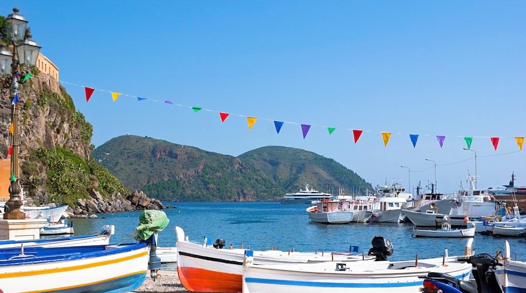 Lipari which includes a marina