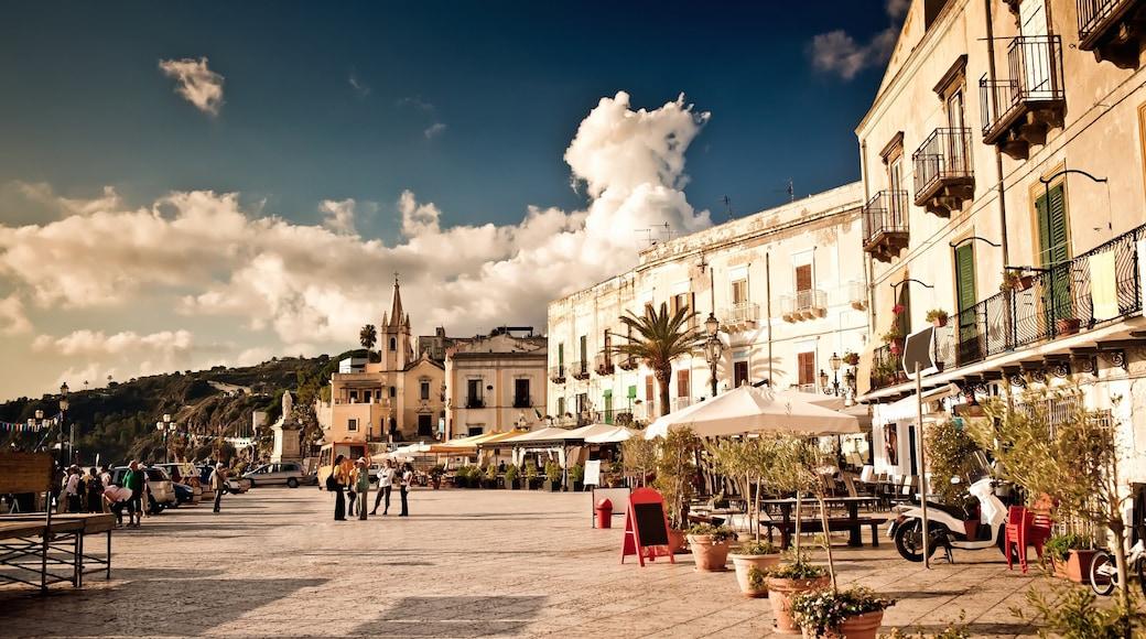 Lipari showing a square or plaza