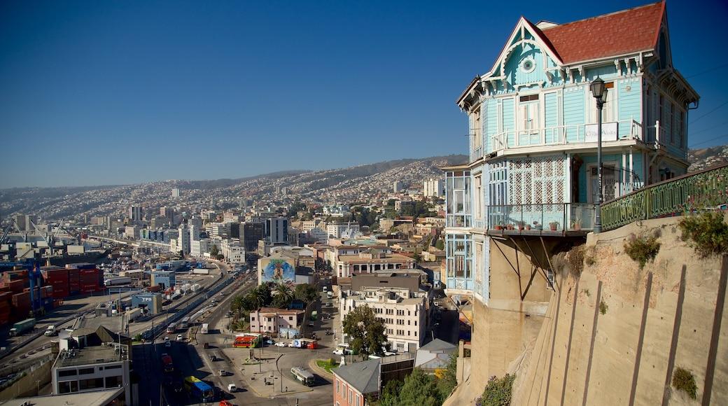 Valparaíso mostrando paisagem e uma cidade