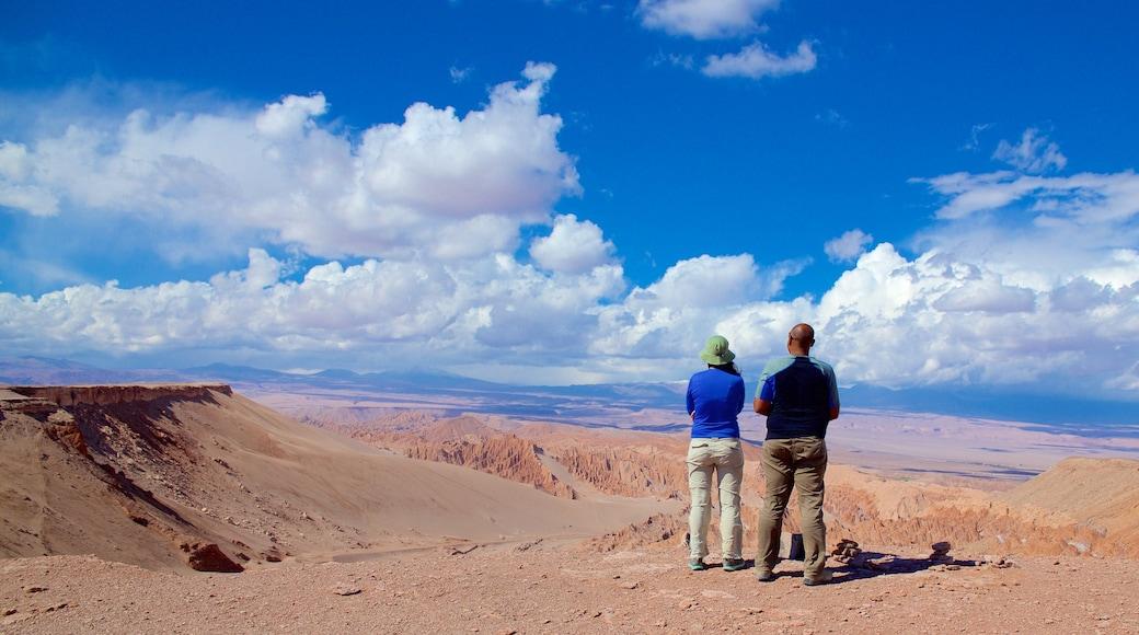 San Pedro de Atacama das einen Wüstenblick und Landschaften sowie Paar